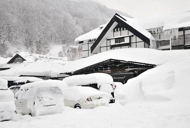 ok.....515センチの積雪が記録された青森市の酸ヶ湯温泉(21日午後1時10分)=三上津与美撮影